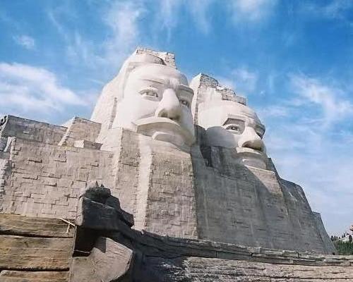 статуи Ян и Хуанг