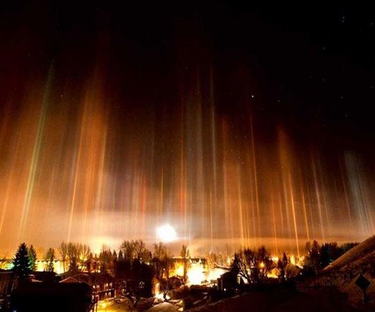 Световые столбы над Москвой