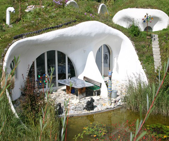 дворик дома землянки