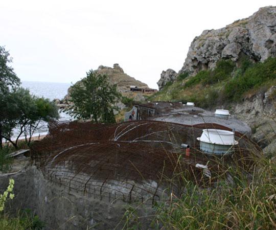Дом землянка в Крыму вид сверху