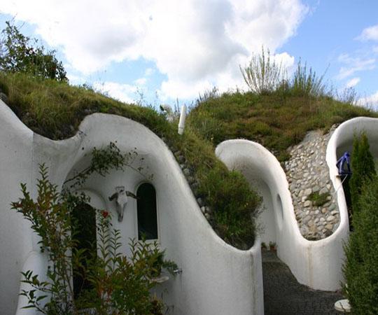 U-образные этажи в доме землянке