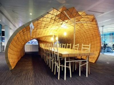 декоративный офис из поддонов