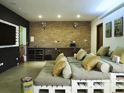диван из деревянных поддонов
