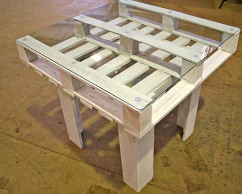 стол из деревянных поддонов