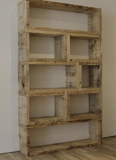 шкаф из деревянных поддонов