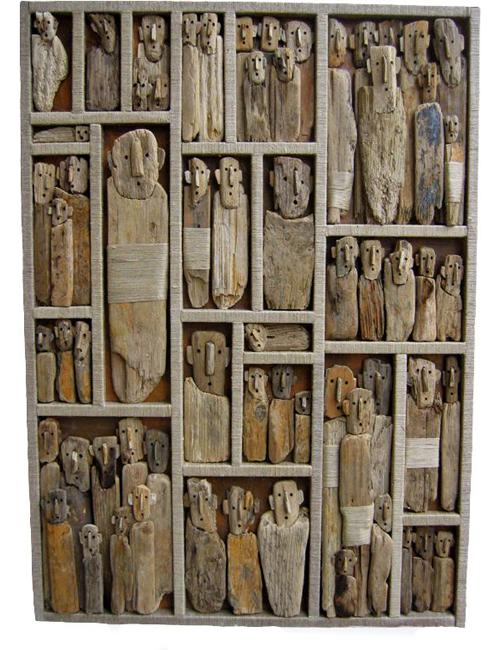 люди в деревянной стене