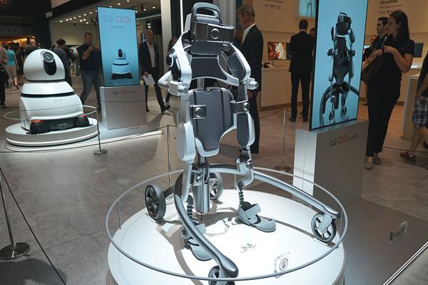 LG Electronics разработал экзоскелет CLOi SuitBot