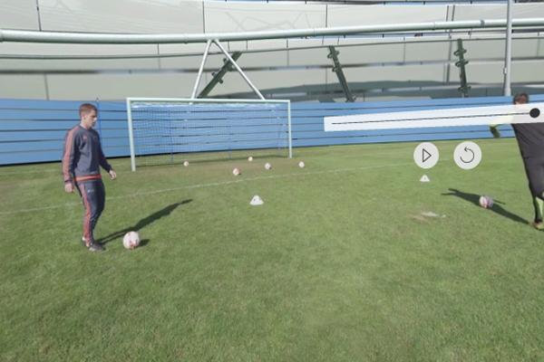 обучение футболу в очках виртуальной реальности