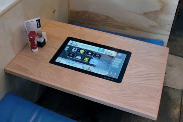 сенсорный стол в ресторане