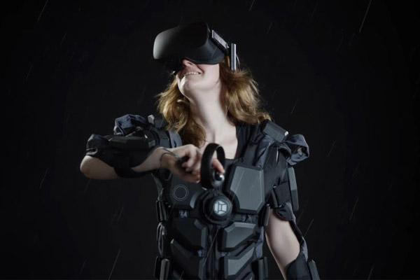 тактильный костюм виртуальной реальности