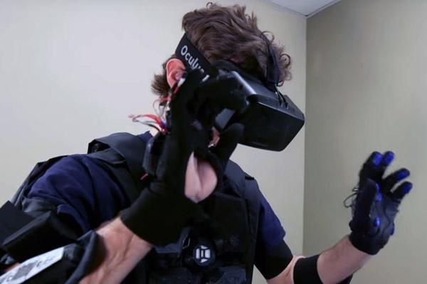 тактильный костюм HardLight VR