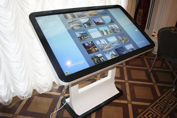 ASCREEN интерактивный сенсорный стол совместно с Samsung