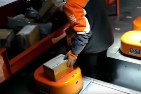 Робот сортировщик в Chinese delivery