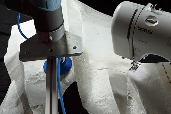Sewing Robot  (робот-швея)