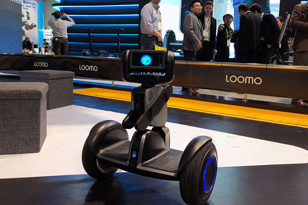 Новинка от Segway: робот-гироскутер Loomo