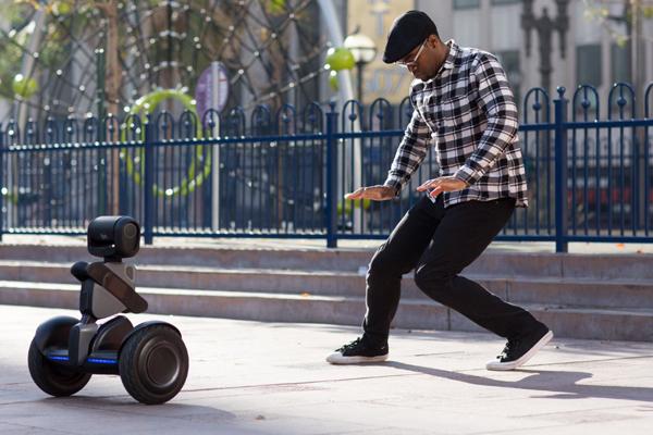 Segway, робот-гироскутер Loomo