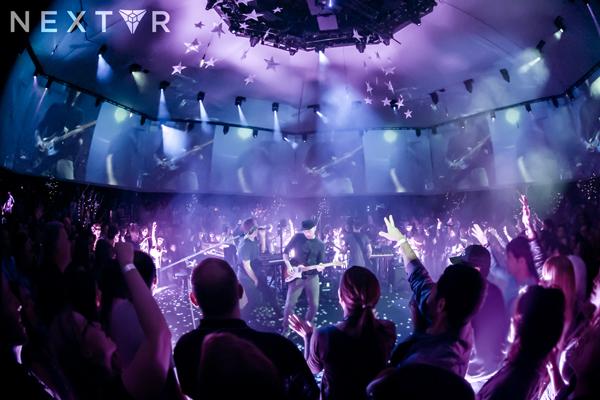 концерт в очках виртуальной реальности
