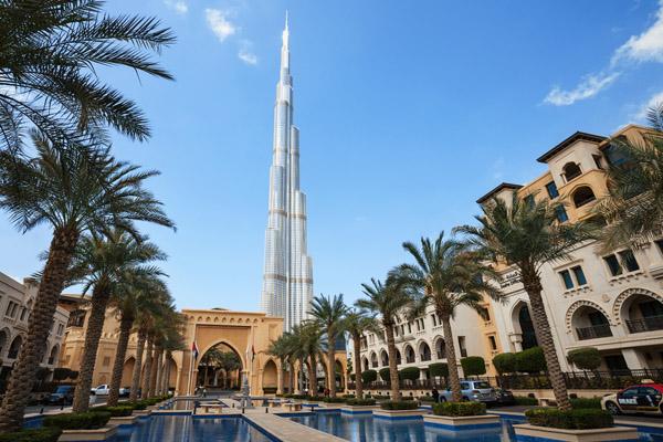 Бурдж-Халифа - самый высокий небоскреб в Дубаи