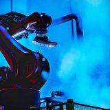 роботы шьют кроссовки Adidas