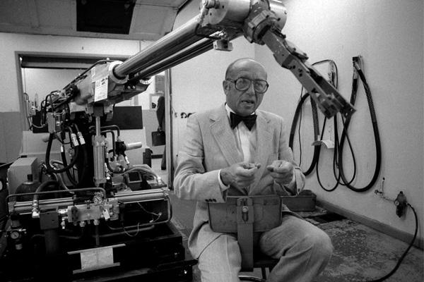 Великий робототехник Джозеф Эленберг