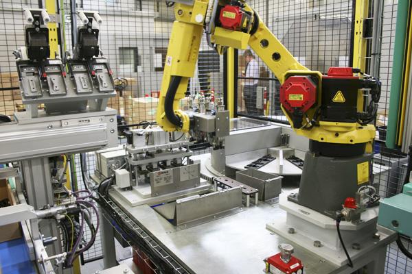 где используются промышленные роботы-манипуляторы