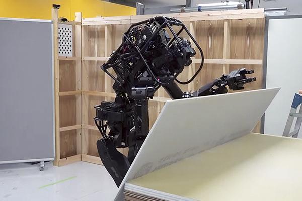 Робот hrp 5p в строительстве