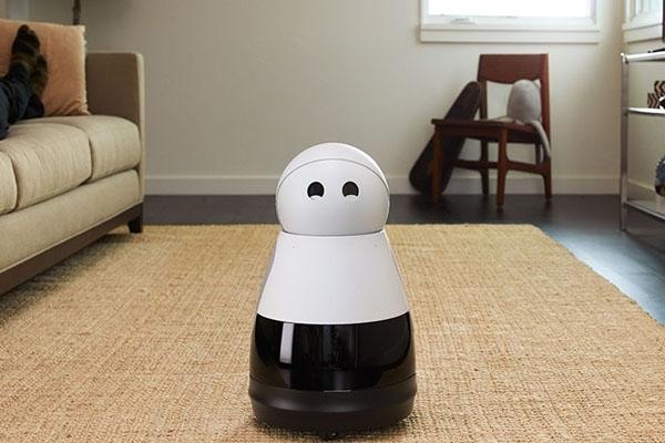 Робот Kuri в повседневной жизни человека