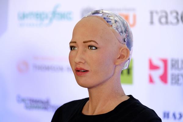 женщина робот Cофия