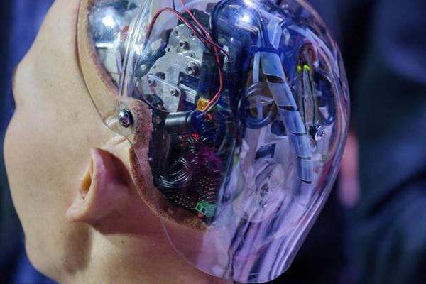 Искусственный интеллект робота София