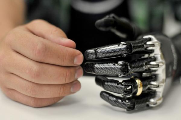 когда появились первые бионические протезы