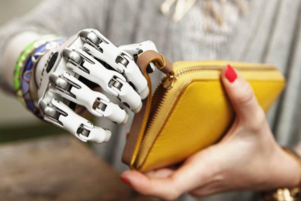 люди с бионическими протезами