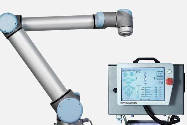 применение промышленного робота Universal Robots UR10