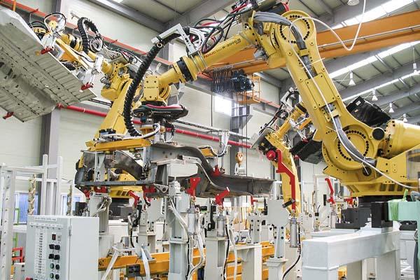 применение промышленных роботов в мире