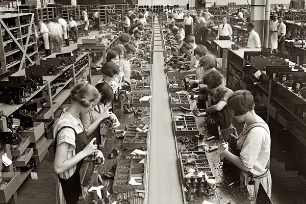 история бесплатного обучение рабочих на фабрике