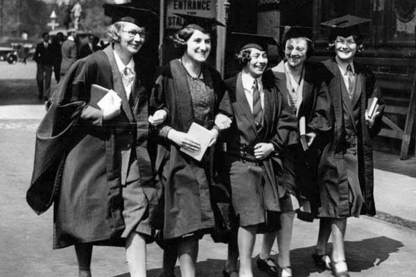 обучение женщин в Великобритание