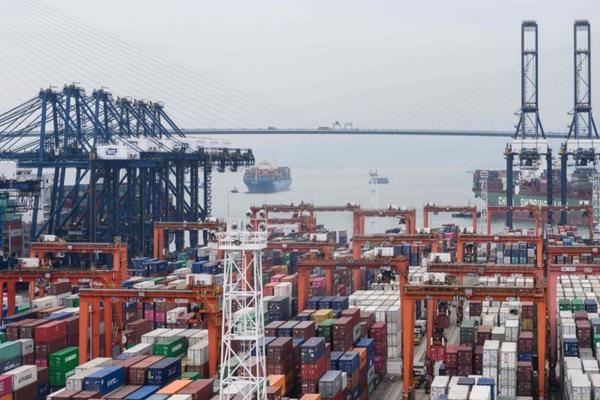самый большой порт в Гонконге