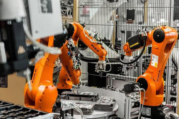 Kuka - промышленные роботы манипуляторы