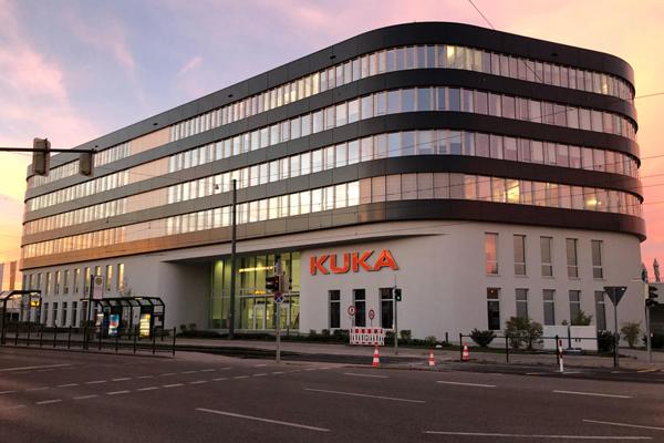 история промышленные роботы KUKA