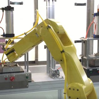 Управление робототехническими системами: как контролируют роботов