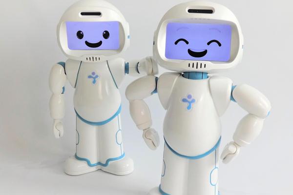 QTrobot робот помощник для детей с аутизмом