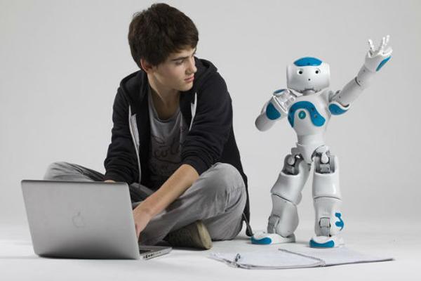 Робот Nao помогает развивать коммуникативные навыки