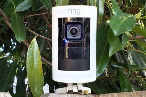 камера безопасности на батарее Ring Stick Up Cam